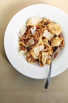 Pin for Later: Perfectly Seasonal Fall Slow-Cooker Recipes Slow-Cooker Pasta Bolognese Get the recipe: slow-cooker pasta bolognese Italian Crockpot Recipes, Slow Cooker Recipes, Beef Recipes, Cooking Recipes, Yummy Recipes, Fall Recipes, Yummy Food, What's Cooking, Yummy Yummy