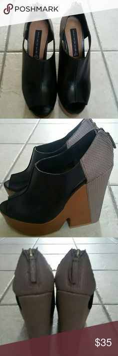 STEVEN heels✅ Black open toe heels with taupe color and tan. Great condition🍃🌾🍂🍁 Steve Madden Shoes Platforms