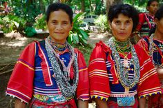 Two indigenous women of Philippines wearing their traditional Mindanaoan dresses ; Image by Klaus Stiefel Dance Costumes, Cosplay Costumes, Barong Tagalog, Vietnam, Philippines Culture, Coloured People, Filipino Culture, Filipiniana, Dress Attire