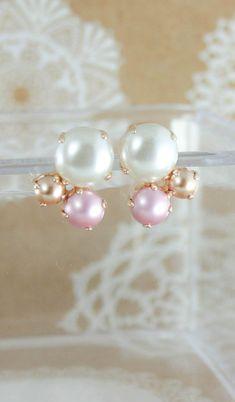 Pearl earrings | stud earrings | pearl bridesmaid earrings | pearl bridal earrings | swarovski pearl earrings | wedding jewelry | www.endorajewellery.etsy.com