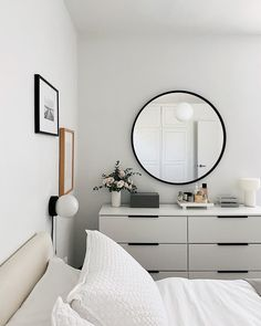 Minimal white bedroom  Amy Kim | HOM (@homeyohmy) • Instagram photos and videos