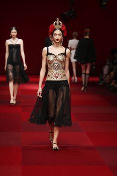 dolce-and-gabbana-summer-2015-women-fashion-show-runway-52