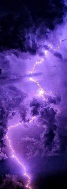 Purple sky in lightning storm All Nature, Amazing Nature, Wild Weather, Purple Sky, Purple Aesthetic, All Things Purple, Natural Phenomena, Beautiful Sky, Belle Photo
