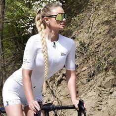 Tumblrで@hocya3nebkのbicycleに関する最近の投稿をチェックしましょう。 bike, cycling, biking, street, i mean what else could it be?, heated basketとbicycleに関するその他の投稿を検索してみましょう。 Cycling Girls, Bicycle Girl, Bike Life, Floral Blouse, Road Bike, Triathlon, Beauty Women, Female, Lady