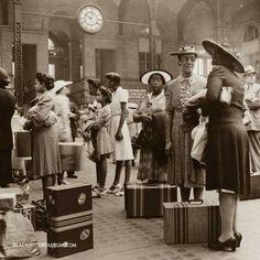 Travalin' in style! Pennsylvania Station,1942.