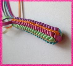 アラフォーおばちゃんの憂さ晴らし ハワイアンリボンレイ ヘキサグラムレシピ Ribbon Lei, Ribbon Braids, Diy Ribbon, Ribbon Work, Ribbons, Graduation Leis, Money Lei, How To Make Ribbon, Macrame Projects