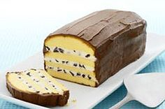 Impress with Holy Cannoli Cake in just 10 minutes of prep time! This no-bake cannoli cake isn& just yummy and impressive, but easy to make, too. No Bake Desserts, Just Desserts, Delicious Desserts, Yummy Food, Italian Desserts, Cannoli Cake, Holy Cannoli, Kraft Recipes, Cake Recipes