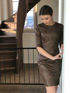 Style doesn't use words ✨ De nieuwste jurk chocolate is nu online in de webshop 🛍 https://www.tubino.nl/shop/kokerjurken/jurk-chocolate/