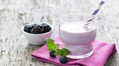 Heidelbeer-Buttermilch-Shake - 5 g Eiweiß, 9 g Kohlenhydrate, 1 g Fett - http://www.ndr.de/ratgeber/kochen/rezepte/rezeptdb6_id-9711_broadcast-1530_station-ndrtv.html