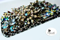 These one-of-a-kind cases are encrusted with Swarovski crystals and vintage jewelry. Phone Covers, Swarovski Crystals, Women Accessories, Past, Vintage Jewelry, Iphone Cases, Bling Bling, Rhinestones, Diy