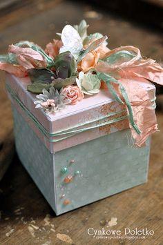 cynkowe poletko: exploding box Boite Explosive, Exploding Gift Box, Scrapbook Box, Diy Gift Box, Pretty Box, Pillow Box, Keepsake Boxes, Creative Cards, Paper Crafts