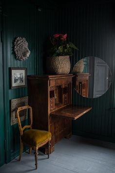 Dark interior #interiors #darkwalls #vintagestyle