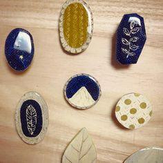 nikiniki illustration Ceramic Jewelry, Ceramic Clay, Ceramic Pottery, Clay Ornaments, Cute Diys, Air Dry Clay, Art Projects, Diy And Crafts, Polymer Clay