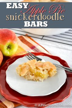 Easy Apple Pie Snickerdoodle Bars - add some pumpkin pie spice to dress up the apples and this would taste even more like apple pie!