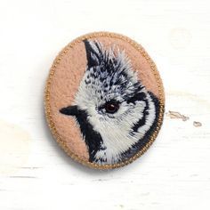 Crested bird . brooch . handmade . felt . needle felted . hand embroidered . animal