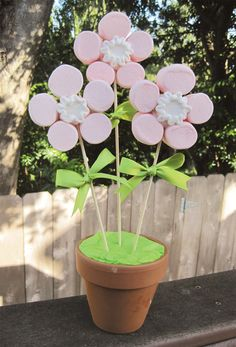 Marshmallow Flowers! Cute centerpiece that can double as a party favor. At the end of the party, guests can take a marshmallow flower home.