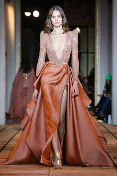 Zuhair Murad Spring Summer 2020 Haute Couture fashion show at Paris Couture Week (January Haute Couture Gowns, Couture Week, Haute Couture Fashion, Couture Dresses, Live Fashion, Fashion 2020, Runway Fashion, Fashion Show, Fashion Design