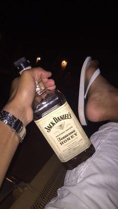 Pinterest: @xonorolemodelz Whisky, Alcohol Aesthetic, Cute Love Memes, Bad Girl Aesthetic, Stylish Boys, Photos Tumblr, Instagram Story Ideas, Jack Daniels, Whiskey Bottle
