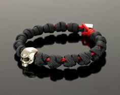 This paracord skull is for real men who know a lot about the quality. A beautiful weave of paracord, combined with large, silver-plated skull. The knots look like beads, and a convenient method of attachment will delight you with its practicality. The bracelet is both elegant and brutal. To order available 40 colors (see product pictures). Dont forget to measure the circumference of your wrist before ordering!!! ► Please visit our shop for more selections http://gatura.etsy.com GA...