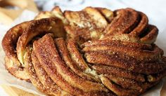 Love to make your own bread? then how about making this cinnamon braid bread called Estonian Kringle, it looks so perfect for that breakfast treat, just imagine the smell of this bread baking in the oven … Cinnamon Bread, Cinnamon Rolls, Cinnamon Almonds, Bread Recipes, Cooking Recipes, Sweet Roll Recipe, Braided Bread, Sweet Bread, Sweet Tooth
