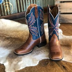 Cute Cowgirl Boots, Cowboy Boot Outfits, Cute Boots, Rodeo Boots, Ariat Boots Womens, Womens Cowgirl Boots, Country Girl Boots, Country Outfits, Western Outfits