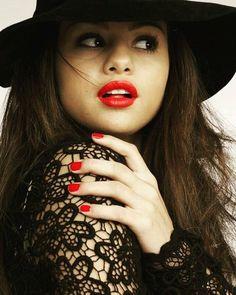 Selena gomez dating famousfix