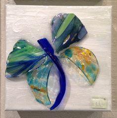 Flower Art - Mary Hong Studio - GlassCollage Art Broken Glass Crafts, Broken Glass Art, Sea Glass Art, Glass Wall Art, Stained Glass Art, Shattered Glass, Mirror Glass, Mosaic Art, Mosaic Glass