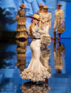 Fishtail, Fashion History, Leo, Mermaid, Portraits, Formal Dresses, Recipes, Templates, Stylish Dresses