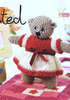 An original pattern by well known toy designer, Val Pierce. Carefully removed from Lets Knit Magazine. (Issue 24, Nov 2009). Please note that this listing is for the ORIGINAL pattern, (not a copy or PDF). This is to buy the knitting pattern only and not the finished bear.  Val Pierces bear Shirley likes to settle down in this delightful little bed, or be carried around in a pretty pink tote.  The charming patchwork bed can be folded up to form the carrying bag.  SIZE: Bear - approx. 25 cm…