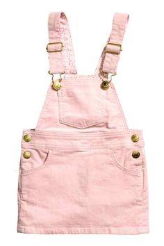 Corduroy Bib Overall DressCorduroy dungaree dress: Dungaree dress in corduroy with adjustable straps, a chest pocket, front and back pockets and press-studs at the sides.Hängselkjol i manchesterH&M erbjuder mode och kvalitet till bästa pris Fashion Kids, Toddler Fashion, Fashion Outfits, Baby Outfits, Kids Outfits, Baby Girl Dress Patterns, Baby Dress, Pink Dress, Dungaree Dress