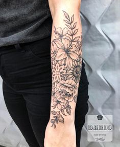 Half Sleeve Tattoos Forearm, Tattoos For Women Half Sleeve, Tattoo Sleeves Women, Badass Tattoos, Body Art Tattoos, Hand Tattoos, Tattoo Avant Bras, Henna Inspired Tattoos, Flower Tattoo Arm