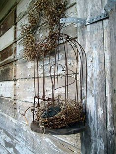 Antique Primitive Decorative Wire Bird cage With Bird and Nest wire heart shape Deco Nature, Out Of The Woods, Deco Floral, Bird Cages, Bird Nests, Chicken Wire, Wire Crafts, Metal Crafts, Primitive Crafts