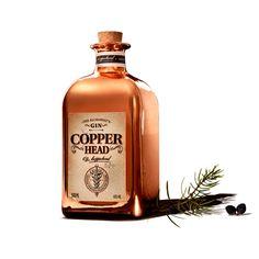 Copperhead Gin is een nieuwe Belgische gin gepresenteerd in een unieke fles. Copperhead gin is het resultaat van een samenwerking tussen Yvan Vindevogel (een apotheker uit Kortrijk die sterk geïnteresseerd is in het heelkundige aspect van gin) en Bernard Filliers (eigenaar van de gekende graanstokerij Filliers) die superieur is in het distilleren van alcohol op basis van jeneverbessen. #Belgium