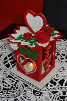 Christmas Hearts, Christmas Lanterns, Christmas Scenes, Felt Christmas, Christmas Time, Christmas Decorations, Christmas Ornaments, Diy Arts And Crafts, Felt Crafts