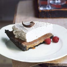 Share this Delicious Chocolate Caramel Cream Pie at your July 4th #party! #caramel #chocolate pie