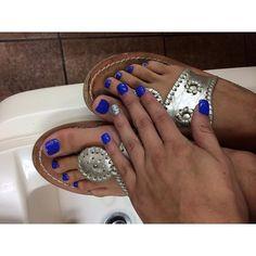 Missing summer, bright colors and #jackrogers @jackrogersusa #preppy #nails #blue #tan #summer #edsftg #lillypulitzer #ralphlauren