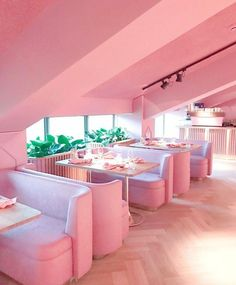 Mama Kelly Restaurant in Amsterdam. An all pink restaurant! Design Hotel Paris, Tout Rose, Deco Rose, Pink Houses, Cafe Interior, Interior Office, Interior Doors, Luxury Interior, Interior Styling