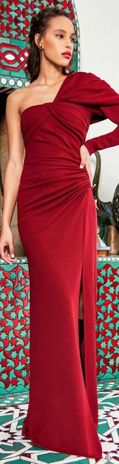 Pre-Fall 2020 Tadashi Shoji - Happy Christmas - Noel 2020 ideas-Happy New Year-Christmas Women's Runway Fashion, Fashion 2020, Womens Fashion, Fashion Trends, Tadashi Shoji, Luxury Lifestyle Fashion, Simply Red, Popular Hairstyles, Fashion Labels