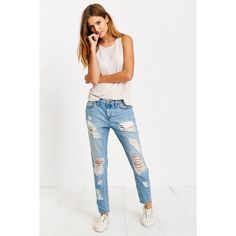 NWOT BDG Slim Distressed Boyfriend Jean Perfect condition, size 26, loose waist so fits more like size 28/29 Urban Outfitters Jeans Boyfriend