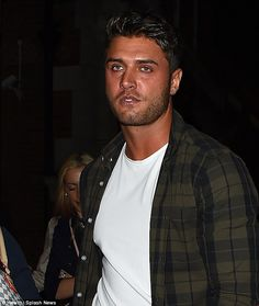 Black #Cosmopolitan Love Island head to bash - with Mike leading the way   #Chic, #FootballInTheUnitedKingdom, #LoveIsland, #MichaelThalassitis, #MINI, #Television, #TelevisionInTheUnitedKingdom, #TheOnlyWayIsEssex         Rumours of their romp dominated headlines in the midst of Love Island-mania. YetMike Thalassitis and Jess Shears have remained defiant in the face of claims, although awkwardness may have arrived on Friday night when they attended the show's o