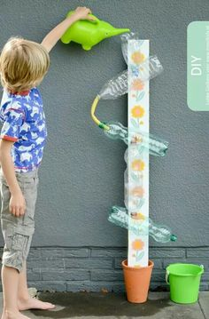 20 DIY games that will make the summer unforgettable .- 20 giochi fai da te che renderanno l'estate indimenticabile ai tuoi bimbi Waterbaan. Kids Crafts, Projects For Kids, Diy For Kids, Diy And Crafts, Arts And Crafts, Kids Fun, Toddler Activities, Preschool Activities, Kids Outdoor Play