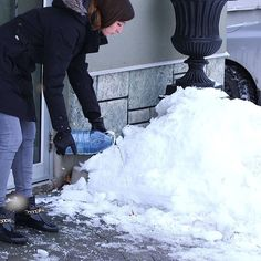 Avoid Slips And Falls This Winter With This Easy To Make Sidewalk Melt Solution - Shared Natural Cleaning Solutions, Natural Cleaning Products, Freeze, Ice Melter, Grill Grates, Bbq Grill, Winter Hacks, Slip And Fall, Snow And Ice