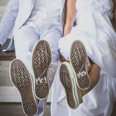 The bride and groom painted the bottom of their wedding Converse to read Mr and Mrs, so cute! The bride and groom painted the bottom of their wedding Converse to read Mr and Mrs, so cute! Wedding Converse, Wedding Shoes, Wedding Dresses, Mr And Mrs Wedding, Wedding Day, Wedding Countdown, Photo Couple, Wedding Videos, Cool