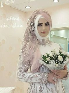 Stunning Muslim Bride Outfits with Hijab Ideas – Girls Hijab Style & Hijab Fashion Ideas Muslimah Wedding Dress, Hijabi Wedding, Arab Wedding, Muslim Wedding Dresses, Muslim Brides, Wedding Wear, Wedding Bride, Ivory Wedding, Muslim Girls