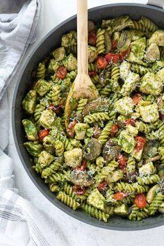 Creamy Pesto Pasta, Pesto Tortellini, Pesto Pasta Recipes, Pesto Recipe, Gnocchi Pesto, Pesto Zoodles, Basil Pesto Sauce, Homemade Pesto Sauce, Homemade Soup