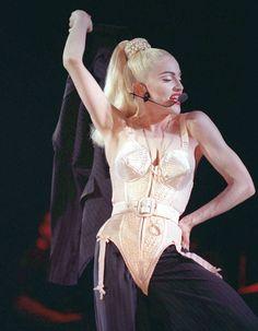 Jean Paul Gaultier - Madonna et le corset conique