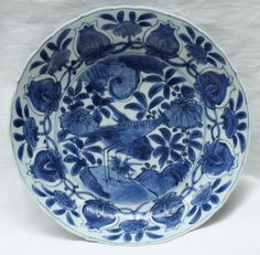 Chinese blue and white Kraak dish, Wanli (1573-1619). Photo Guest & Gray, decorated with a central panel of a bird standing on a rock, surrounded by pomegranates