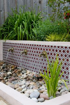 Beautifully detailed Moroccan tiling from Habibi Interiors forms the backdrop to… - Moroccan garden in Walthamstow East London - Earth Designs Landscape Gardener Leigh on Sea Essex Moroccan Garden, Mexican Garden, Water Features In The Garden, Garden Features, Back Gardens, Outdoor Gardens, Garden Tiles, Outdoor Tiles, Plantation