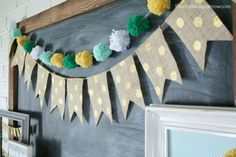 18 St Patricks Day party ideas that will rock it! Make sure you check out and try these St Patricks Day party ideas this year! Fabric Garland, Pom Pom Garland, Diy Garland, Garlands, Fete Saint Patrick, St Patrick's Day Appetizers, Paper Medallions, St Patricks Day Drinks, Painting Burlap