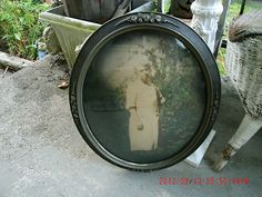 ANTIQUE GESSO GRAY OVAL CONVEX FRAME WITH OLD LADY